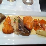 Le Parlement des Graves - Bordeaux, France. Duo de poissons : daurade et saumon et ses légumes