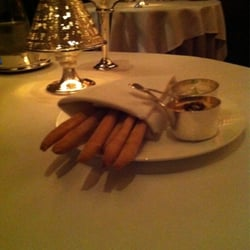 Breadsticks with hummus & cream cheese dips