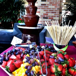 LaVier Fusion Cuisine Catering - The chocolate fountain with seasonal fruit is always a big hit! - Larkspur, CA, Vereinigte Staaten