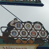 A totem of München's bier and the Reinheitsgebot in the market center