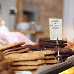 Laveli Bakery, London