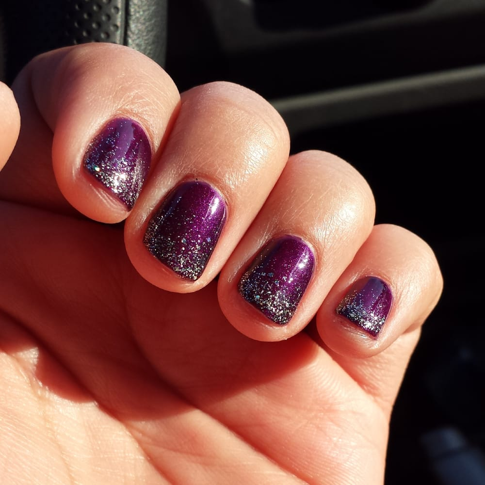 SHELLAC GEL NAIL POLISH. PURPLE COAT WITH GLITTER OMBRE