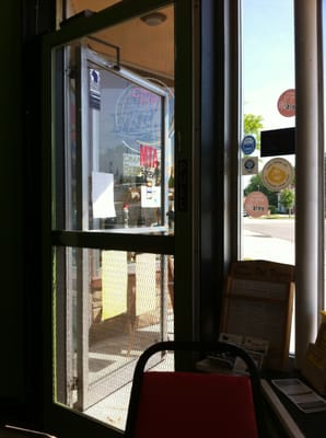 Grandma Vickie's Cafe - The entrance is a screen door, which is kinda awesome. - Lake Geneva, WI, Vereinigte Staaten