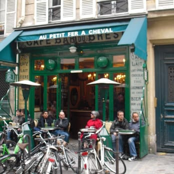 Le Petit Fer à Cheval - Paris, France
