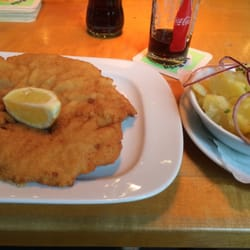 The wiennerschnitzel plus potato salad I had.