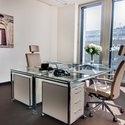 Büro mit zwei Arbeitsplätzen