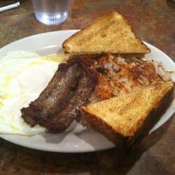Wild Goats Cafe - Kent, OH, États-Unis. Jalapeño sausage, eggs and hash browns.