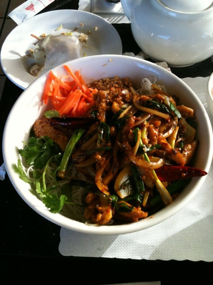 Pho Country - Bun- chicken with lemongrass, carrots, cilantro, peppers ...