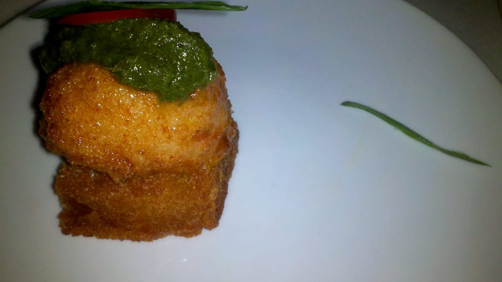 The Foundry On Melrose - Los Angeles, CA, États-Unis. Shrimp Toast-lemongrass / mint chutney $5