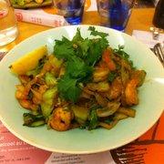 Mendo - Lyon, France. Riz, crevettes, coriandre...