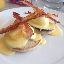 Eggs Benedict - deeeelish!!