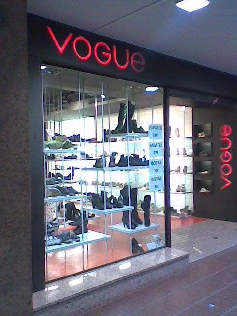 vogue magasin de chaussures l 39 eixample barcelone barcelona espagne avis photos yelp. Black Bedroom Furniture Sets. Home Design Ideas