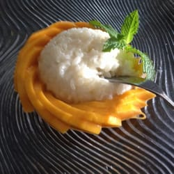 Ginger Thai Cuisine - Delicious and fresh mango with sticky rice! - West Hills, CA, Vereinigte Staaten