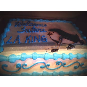 Adorable baby shower cake welcoming a new LA Kings fan.  (I also like penguins.)  Wish I had a better pic!!!