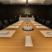 Großzügiger Konferenzraum mit…