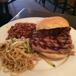 Po's Ribs & Barbecue - Brisket Sandwich with cold noodles and baked beans. Brisket was tender and moist. It was ok. - Acton, MA, Vereinigte Staaten