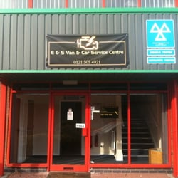E & S Van & Car Service Centre, Tipton, West Midlands, UK