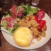 Le Broc' - Lille, France. Camembert en boîte, charcuterie et pomme de terre.
