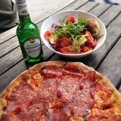 Pizza mit scharfer Salami & extra…