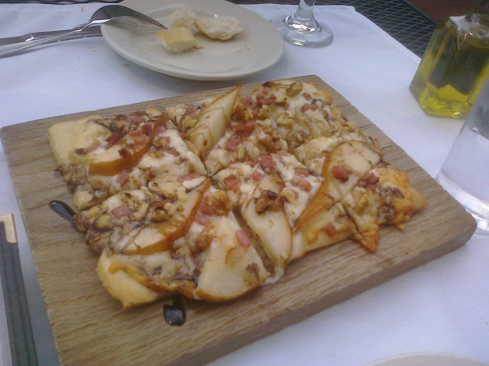 Manchego cheese sliced pear serrano ham walnuts drizzled with a balsamic reduction yelp for Cuisine bar tapas