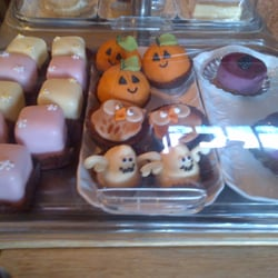 Marzipan pumpkins, ghosty cakes AND owl…