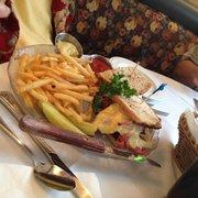 Kaiserhof - San Diego, CA, États-Unis. Reuben sandwich with fries