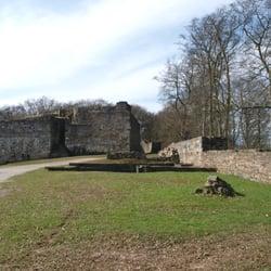 Blick über die Rüstkammer zum Bergfried