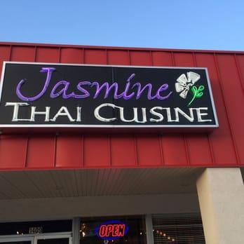 Jasmine thai cuisine 16 photos thai harrison ar for Ar roi thai cuisine