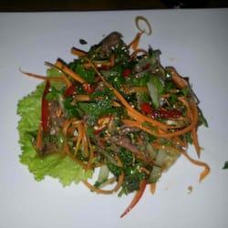 entrée: salade de boeuf mariné et ses…