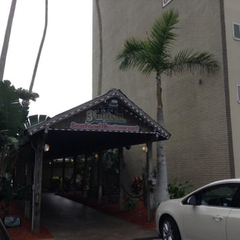 Three fishermen seafood restaurant 35 photos seafood for Fish restaurant fort myers