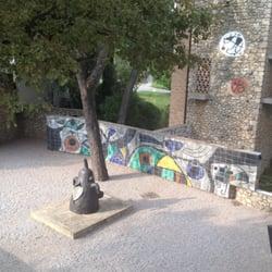 Fondation Maeght - St Paul, Alpes-Maritimes, France. Sculpture de Miró