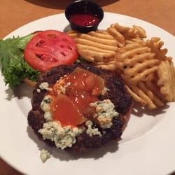 The Speakeasy Bar and Restaurant - Luray, VA, États-Unis. Blue cheese burger