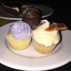 Butter & Scotch - Brooklyn, NY, États-Unis. Cupcake Trio (Lemon Lavender, Chocolate Salted Caramel, Maple Bacon) ($5)