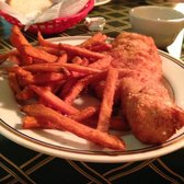 Boulevard Tavern - Fried cod with sweet potato fries instead of pirogies. Crispy and crunchy if you ask for them that way. - Youngstown, OH, Vereinigte Staaten