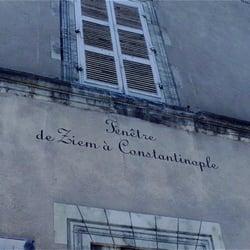 Musée Ziem - Martigues, Bouches-du-Rhône, France. Les écrits sur la façade ! Somptueux !