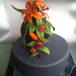 Feuerlilien aus Zuckermasse modelliert