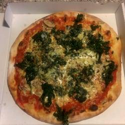 Pizza mit Spinat und Champignons
