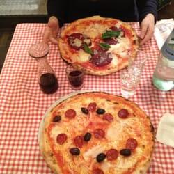 Vorne die Pizza Diavola / Hinten die…