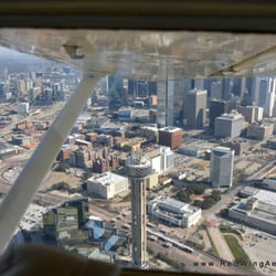 Texas Tailwheel Flight Training - Grand Prairie, TX, États-Unis. A view of downtown Dallas from our current training aircraft.