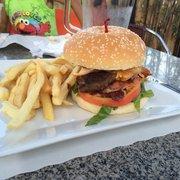 Cafe Opcao - The patio burger - Newark, NJ, Vereinigte Staaten