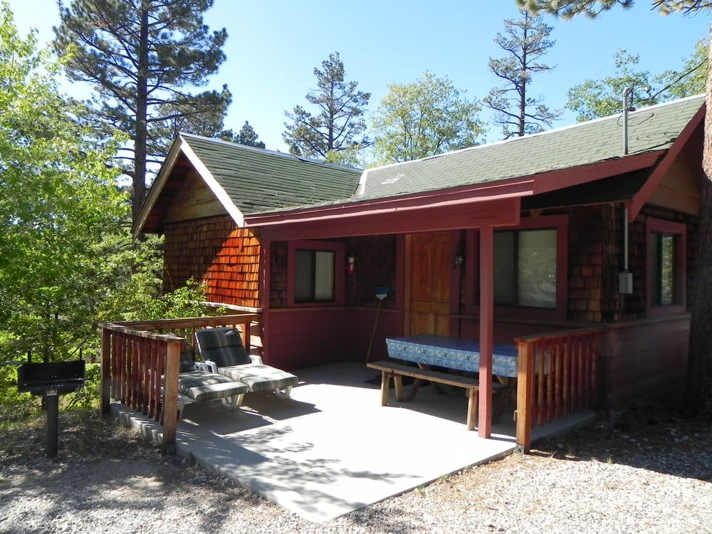 Cabin 2 beautiful studio cabin with jacuzzi perfect for a for Romantic big bear cabins