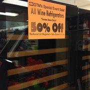 GTM Discount General Store - Santee, CA, États-Unis. A wine frig!?! You betcha!