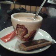 Chez Max - Lille, France. Un petit café avec un spéculoos