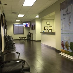 CNS - Clinical Neurology Specialists - Las Vegas, NV, États-Unis. Plenty of cushy seating, love the oversized plank flooring.