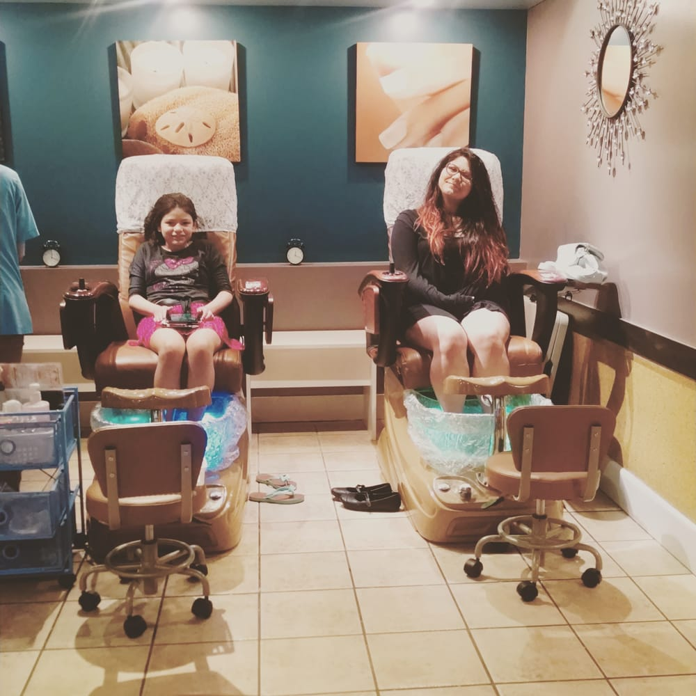 Bluewater nails spa 23 photos nail salons 22141 se for 108th and maple nail salon