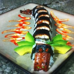 Sake Japanese & Thai - Killer dragon roll wow delicious didnt want to eat it. - Vero Beach, FL, Vereinigte Staaten