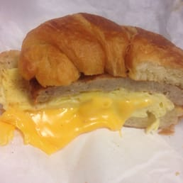 O'Deli - Sacramento, CA, États-Unis. The Egg O' Croissant with sausage, one of their breakfast sandwich options!