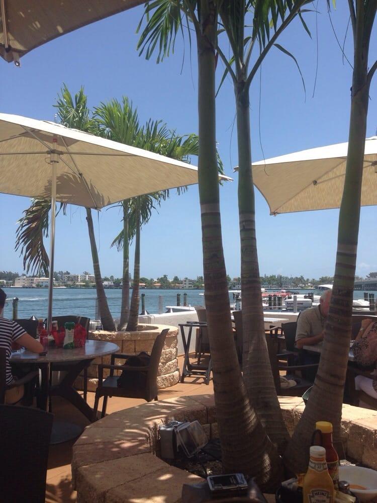 Shuckers Bar Grill Miami Beach Fl