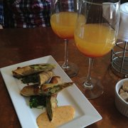 Shango Bistro and Wine Bar - Avocado spring rolls and bellinis - Buffalo, NY, Vereinigte Staaten