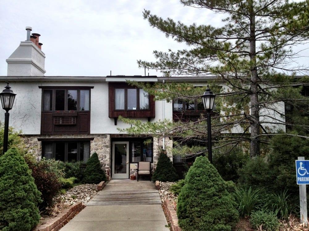 Settlement courtyard inn lavender spa hotels yelp for Fish creek motel